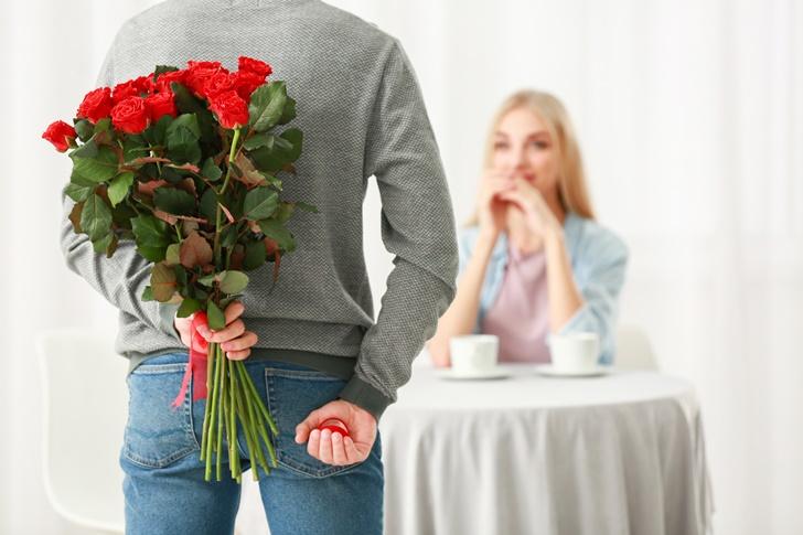 バラの花束でプロポーズ 家