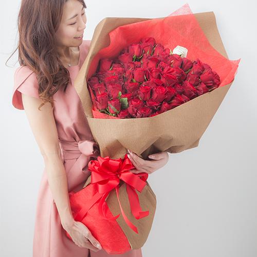 108本のバラの花束でプロポーズ